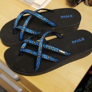 🔉 Gently used Women's Teva sandals size 9-10